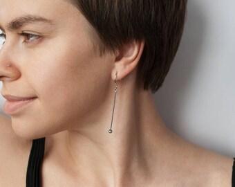 Dark drop pearl earring, silver dangle bar, long gem earrings, dark water, black tiny perle, minimalist hoop, minimal, simple, modern unique