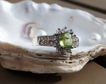 A beautiful ring with the gemstone Peridot
