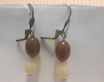 Dangling clasp earrings