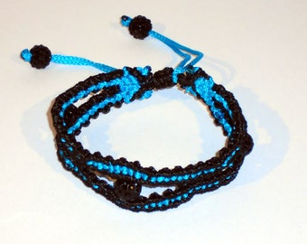 Macrame bracelet in black and blue