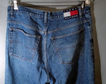 90s Mens Tommy Hilfiger Logo Back Patch Jeans Medium Wash Sz 36x34 38X34 Streetwear Relaxed Fit Straight Leg Classic Style 1990s Hiphop