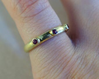 14k yellow Gold ring with three petite Rubies - Size 6