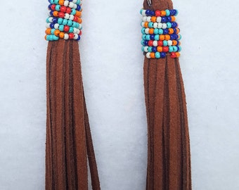 Leather tassle earrings with colorful sead beeds