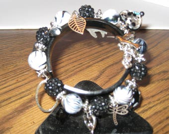 Stretch charm bracelet in black with silver