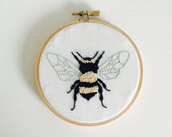 Bumble Bee - Embroidery Art - Embroidery Hoop Art - Hand Embroidery - Modern Embroidery - Embroidered Home Decor