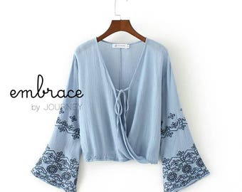 Embroidery top with v-neck collar and flared sleeves