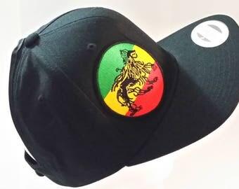 black flatbill w/ rasta lion
