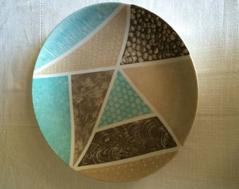 Flat round and shallow 29,5 cm diameter hand painted porcelain