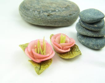 2 pink flowers in cold porcelain (lot no. 3)