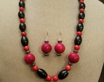 Red and black coral beaded necklace set