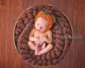 crochet baby pumpkin bonnet, halloween crochet hat, newborn photo prop, halloween photo prop, baby pumpkin bonnet, baby pumpkin hat