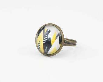 White black yellow triangles #1353 cabochon ring