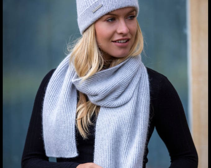 Featured listing image: Ladies cashmere ribbed scarf