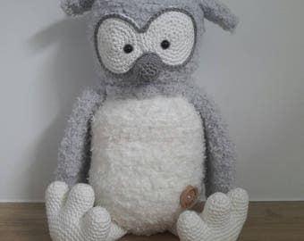 Crochet toy fluffy owl Floortje