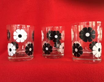 Vintage Colony Retro Barware - Set of 3 Mid Century Double Rocks Lowball glasses - Black and White Daisy Pattern - 1970s Flower Power!