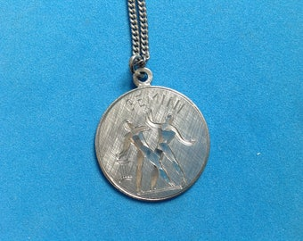 Vintage! Wells Sterling silver Gemini pendant chain necklace