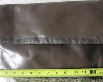 Liz Claiborne genuine leather clutch purse handbag pocketbook tan beige brown