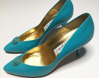 1980s Enzo Angiolini Turquoise Blue and Gold leather pumps 80s sz 7.5