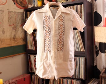 vintage 1970s mens guayabera shirt, palest tan with brown stitching, APPROX size 40