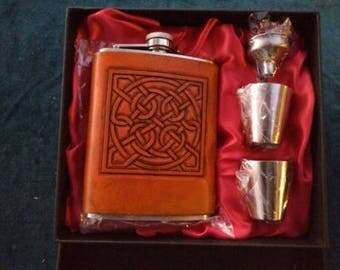 Celtic Leather Flask Boxed Set Glammis Manse Stone Pattern