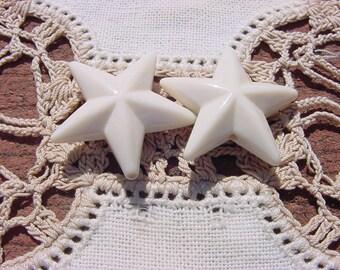 Creamy Ivory Stars Vintage Lucite Beads Pendants