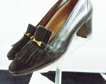 Swinging London 1960s mod brown leather shoes / 60s gold tone buckle heels Kurt Geiger/ 60s gogo loafer shoes