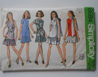 Vintage 70s Mod Mini Dress with Flounce, Slim Straight Dress Sewing Pattern Simplicity 8684 Size 16 Bust 38