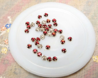 VINTAGE Crystal RHINESTONES Rose MONTEES Sew Ons Through Wire 3mm 23pp 11ss Siam Ruby Red Silver 24pc Chaton Round Repair Stones Replacement