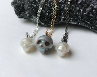 Skull Necklace - Skull Pendant - Pearl Necklace - Halloween Necklace - Memento Mori - Cute Skull - Freshwater Pearl Necklace