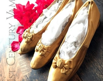 Antique Golden Yellow Silk Shoes. Slippers with Bows. 1800s.