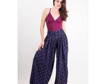 Vintage balloon pants / 1970s cotton floral super wide legged harem drop crotch pants M