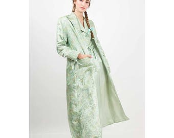 1940s silk lounging pajama set / Vintage 3 piece pale green robe jacket and pants / Chinoiserie brocade with trapunto detailing