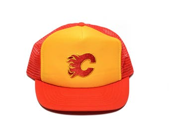 vintage 80s Calgary Flames trucker hat 1980 NHL mesh snapback baseball cap Universal Ind. Inc. 80s Flames hat