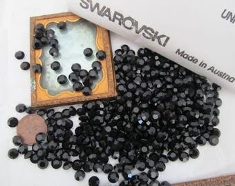 50 Jet Swarovski Crystal Chatons.. 29ss - 6mm