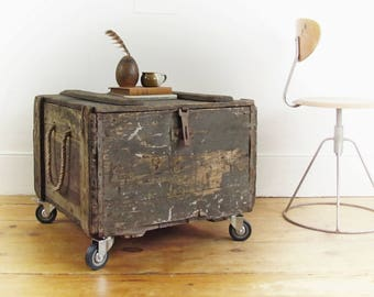 "industrial coffee table, rustic coffee table, crate coffee table, wood shipping crate, storage trunk, steamer trunk, Montreal CANADA,""7."""