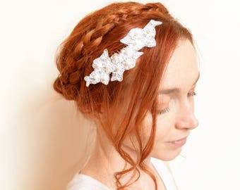 White flower lace bridal hair comb with Swarovski pearls