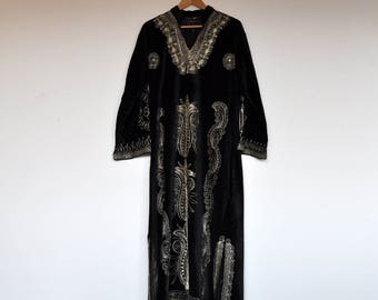 Vintage Oversized Black Velvet Gold Embroidery Maxi Kaftan Dress