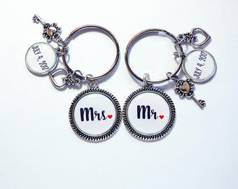 Mr Mrs Keychain, Wedding gift, Couples keychain, Bridal Shower Gift, his and hers, Bride, Groom, Personalized Gift, Wedding Present (7856)