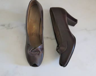 vintage 1940s new old stock NOS brown leather peep toe pumps size US 7.5N