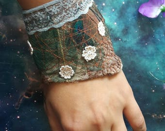 Forest nymph scaly cuff with lace