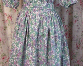 80s Laura Ashley Dress - Victorian Floral Print - Prairie Style w Lace Collar & Belt - Great Britain - Excellent Condition - USA 8 UK 10