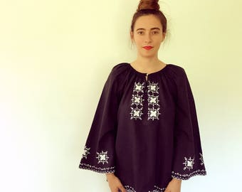 Medianoche Blouse // vintage tunic boho hippie sun black white bohemian ethnic Mexican embroidered dress hippy floral 70s 1970s // O/S