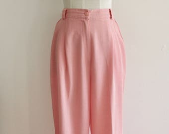 Pink high waisted pants. Pastel pink pants. Pink tapered leg trousers. Pink linen trousers. 90s trousers. Pink pleat pants. Katies. Size M