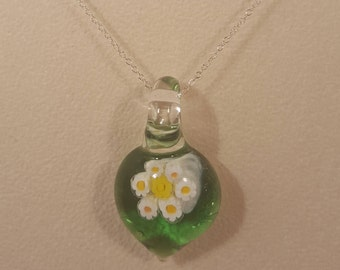 spring green daisy pendant, unique gift, cheerful jewellery, glass art