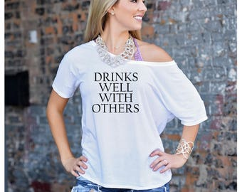 Drinks well with others Slouch Top, Bachelorette Shirt, Trendy Tshirt, Funny Tshirt, Drinking Shirt, Wine Shirt, Boozy Shirt, Weekend Shirt