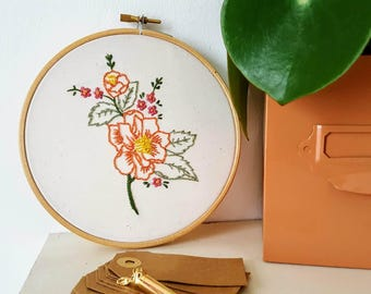 Vintage Floral - Hand Embroidered home deco, floral, handmade, retro Wall Hanging