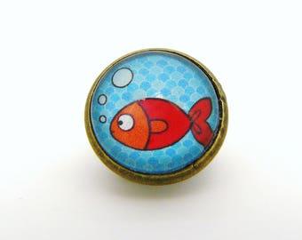 pins cabochon poisson rouge et mer turquoise