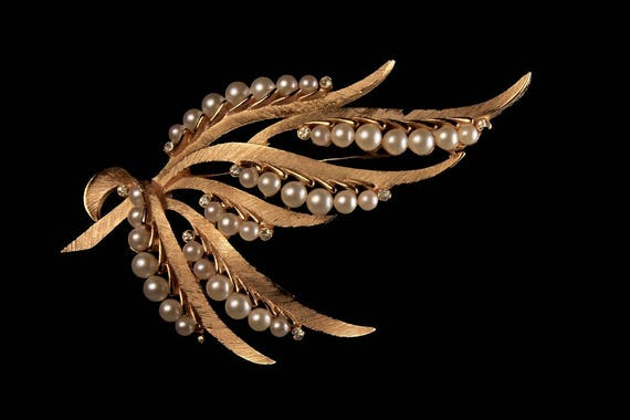 Trifari Faux Pearl Brooch, Gold Tone, Locking C Clasp, Brushed Gold Leaf, Fashion Pin, Costume Jewelry, Collectible