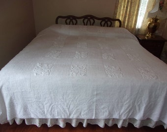 Vintage white chenille bedspread (full/queen)