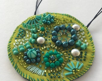 Circular Green Embellished Necklace